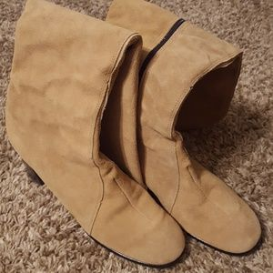 Excellent condition! All leather suede boots!